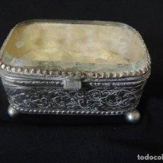 Antigüedades: JOYERO CRISTAL Y METAL. Lote 85249356