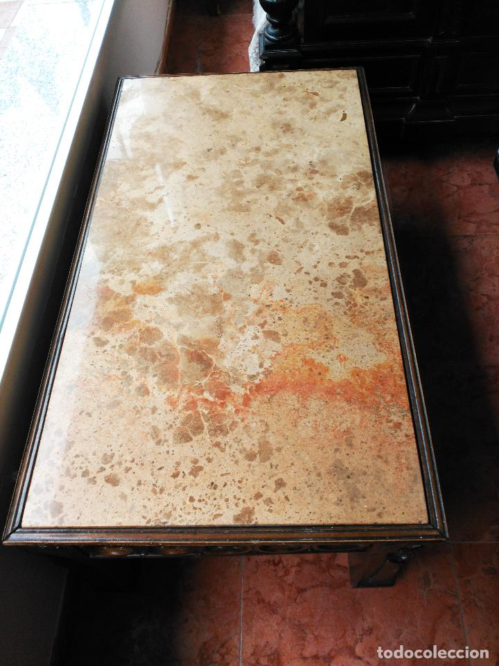 Antigüedades: Mesa antigua de mármol y madera con relieves tallados - Foto 3 - 55691809
