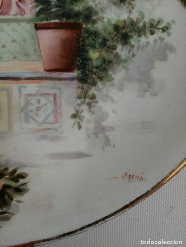 Antigüedades: PLATO PINTADO A MANO DE VALENCIANAS, FÁBRICA LA ASTURIANA, MARIANO POLA, FIRMADO ASENJO, MODERNISTA - Foto 5 - 85312464