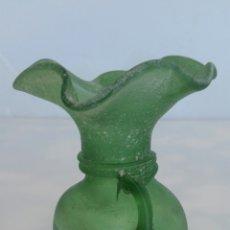 Antigüedades: ANTIGUO JARRITA CRISTAL SOPLADO VERDE . Lote 85339850