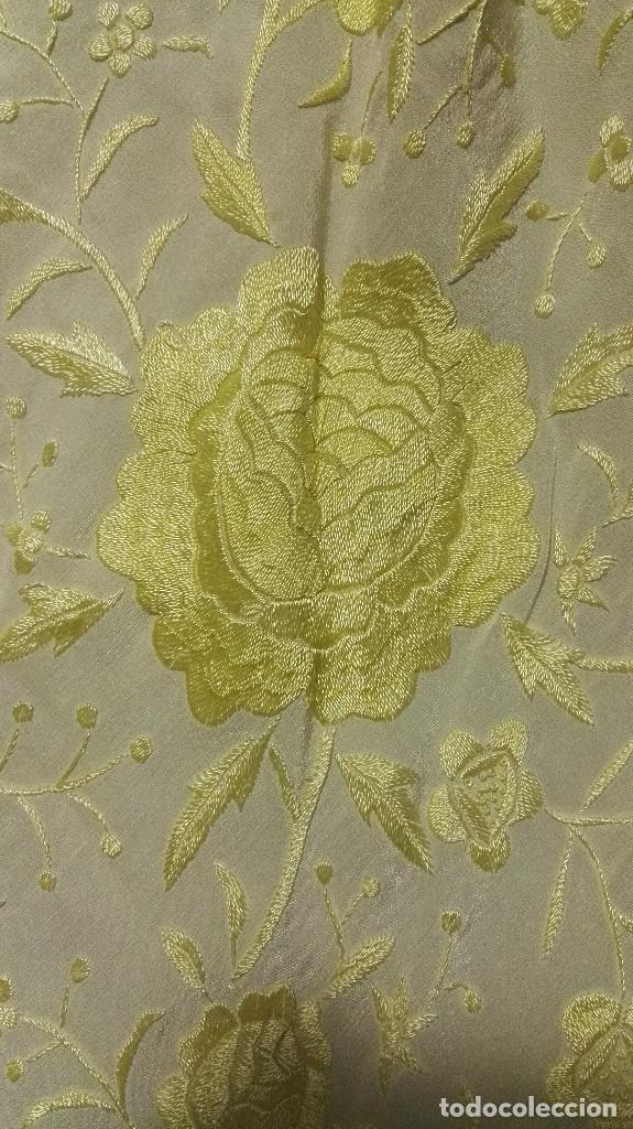 Antigüedades: Manton de Manila en tono marfil con bordados en color vainilla. Seda bordada a mano. - Foto 6 - 97127374