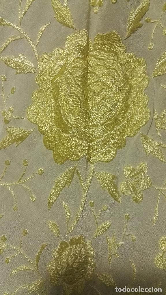 Antigüedades: Manton de Manila en tono marfil con bordados en color vainilla. Seda bordada a mano. - Foto 7 - 97127374