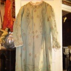 Antigüedades: GRAN VESTIDO MUSEO S XIX CELESTE PAÑETE BORDADO PLATA CONFECCION VIRGEN TEATRO CIRCO SEMANA SANTA. Lote 85441768