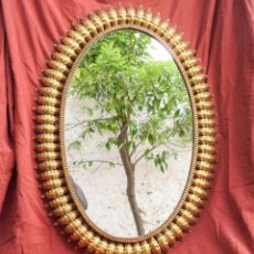 Antigüedades: ESPEJO OVALADO DE HIERRO DORADO VINTAGE. Lote 85485880