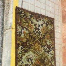 Antigüedades: OFERTA BONITA ALFOMBRA EN LANA VIRGEN.. Lote 78051999