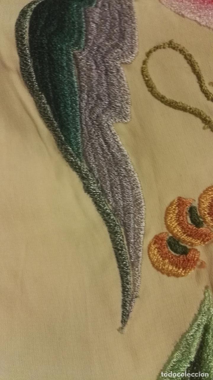 Antigüedades: Mi Manton. Manton de manila antiguo color vainilla con impresionantes peonias, cardos y campanillas - Foto 11 - 84942340