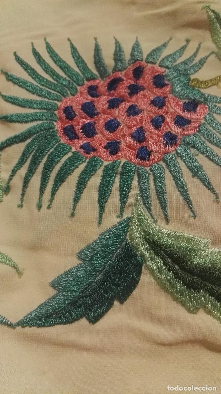 Antigüedades: Mi Manton. Manton de manila antiguo color vainilla con impresionantes peonias, cardos y campanillas - Foto 12 - 84942340