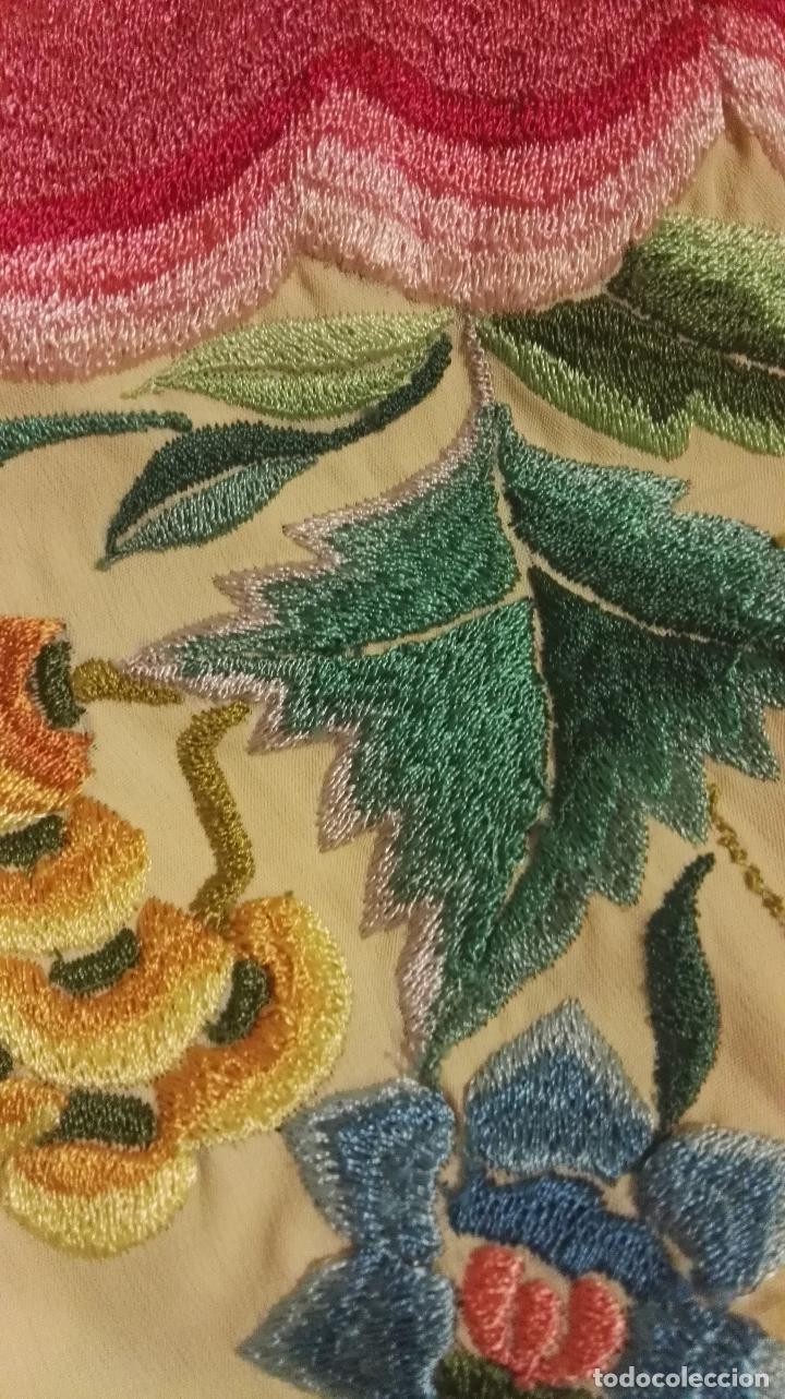 Antigüedades: Mi Manton. Manton de manila antiguo color vainilla con impresionantes peonias, cardos y campanillas - Foto 13 - 84942340