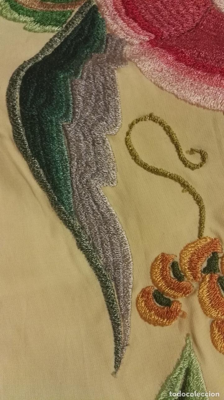 Antigüedades: Mi Manton. Manton de manila antiguo color vainilla con impresionantes peonias, cardos y campanillas - Foto 14 - 84942340