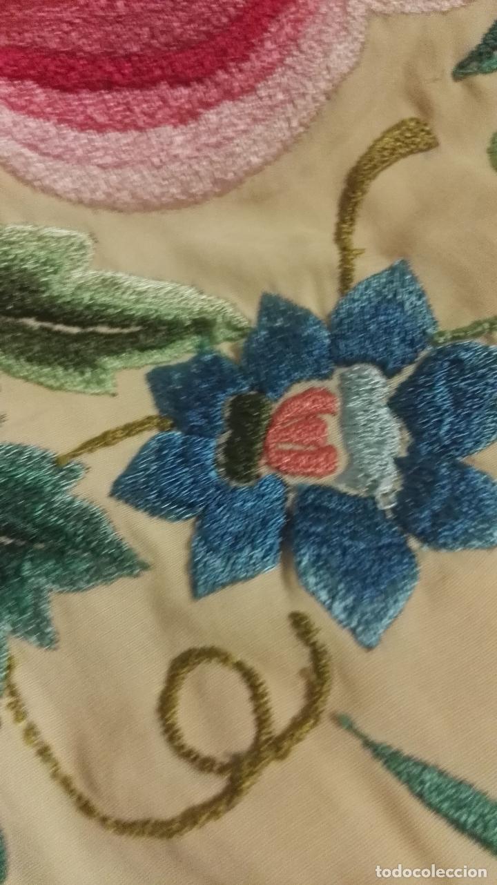 Antigüedades: Mi Manton. Manton de manila antiguo color vainilla con impresionantes peonias, cardos y campanillas - Foto 15 - 84942340