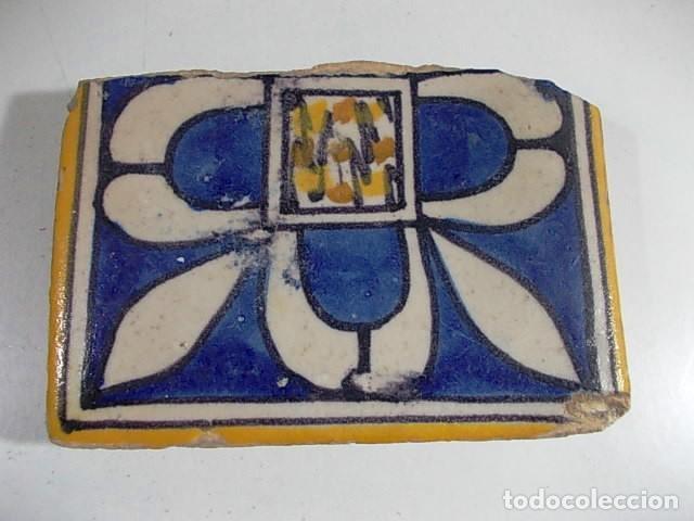 ANTIGUO AZULEJO VALENCIANO XVII-XVIII CON UNAS MEDIDAS 8 X 11,5 X 1,7 CM (Antigüedades - Porcelanas y Cerámicas - Azulejos)