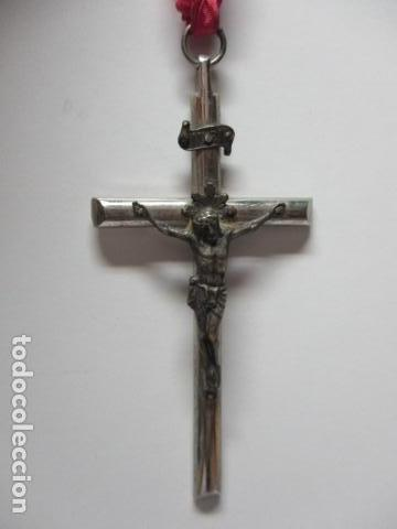 CRUZ EN METAL CON LA FIGURA DE JESUS EN METAL MEDIDAS: CRUZ 10 X 5 CM, CRISTO 4 X 3,4 CM. (Antigüedades - Religiosas - Crucifijos Antiguos)