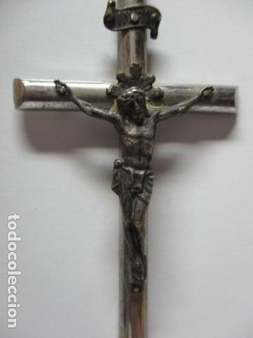 Antigüedades: CRUZ EN METAL CON LA FIGURA DE JESUS EN METAL MEDIDAS: Cruz 10 X 5 CM, Cristo 4 x 3,4 cm. - Foto 2 - 85679560