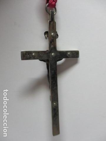 Antigüedades: CRUZ EN METAL CON LA FIGURA DE JESUS EN METAL MEDIDAS: Cruz 10 X 5 CM, Cristo 4 x 3,4 cm. - Foto 4 - 85679560