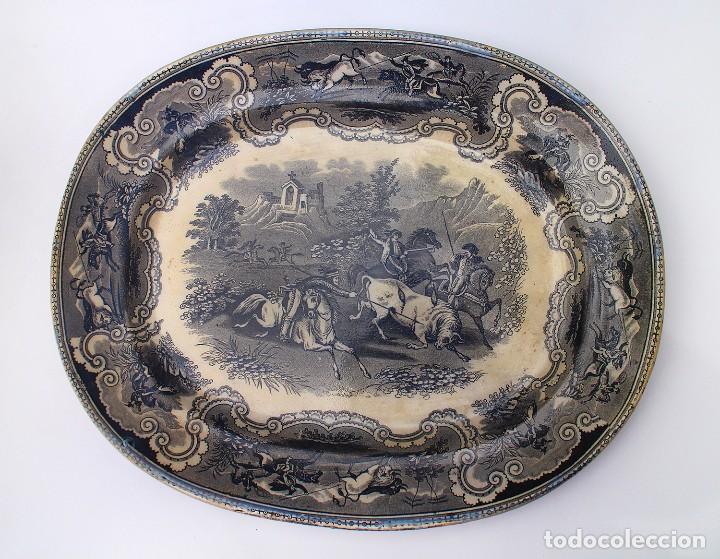 BANDEJA OVALADA DE LA FÁBRICA DE CARTAGENA LA AMISTAD - SIGLO XIX - ESCENA DE CAZA - FUENTE SERVIR (Antigüedades - Porcelanas y Cerámicas - Cartagena)