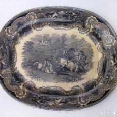 Antigüedades: BANDEJA OVALADA DE LA FÁBRICA DE CARTAGENA LA AMISTAD - SIGLO XIX - ESCENA DE CAZA - FUENTE SERVIR. Lote 85712388
