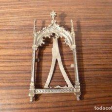 Antigüedades: MARCO DE BRONCE PARA SACRAS NEOGOTICO. Lote 85728280