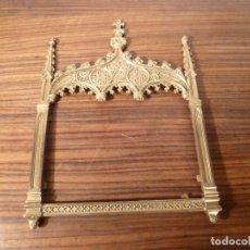 Antigüedades: MARCO DE BRONCE PARA SACRAS NEOGOTICO. Lote 85728416