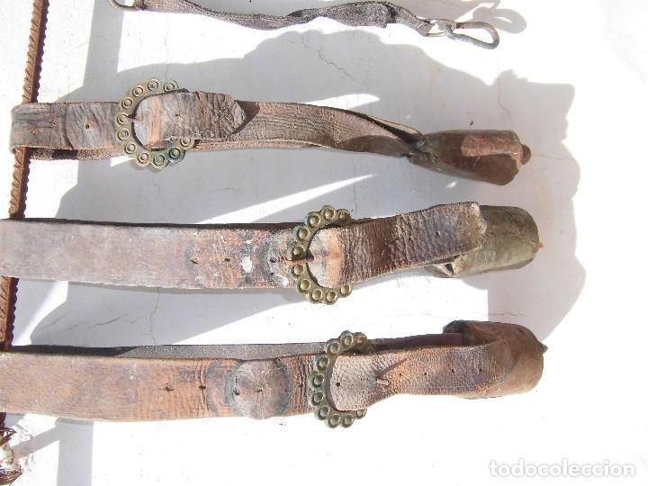 Antigüedades: cencerros antiguos con sus correas - Foto 2 - 85765888