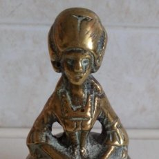 Antigüedades: MUY ANTIGUA CAMPANA DE MANO EN BRONCE MACIZO DE LA FIGURA DE MARIA ANTONIETA. Lote 85806679