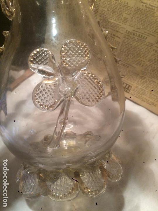 Antigüedades: Antiguo jarrón / florero de cristal soplado a mano con curiosa forma y dorado años 50-60 - Foto 6 - 85811772