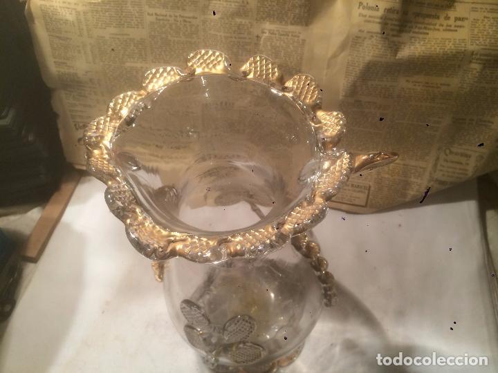 Antigüedades: Antiguo jarrón / florero de cristal soplado a mano con curiosa forma y dorado años 50-60 - Foto 14 - 85811772
