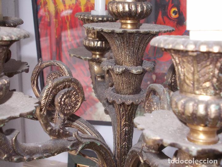Antigüedades: Antigua lámpara de pié bronce, base mármol, brazo baquelita, siete luces. - Foto 7 - 85856520