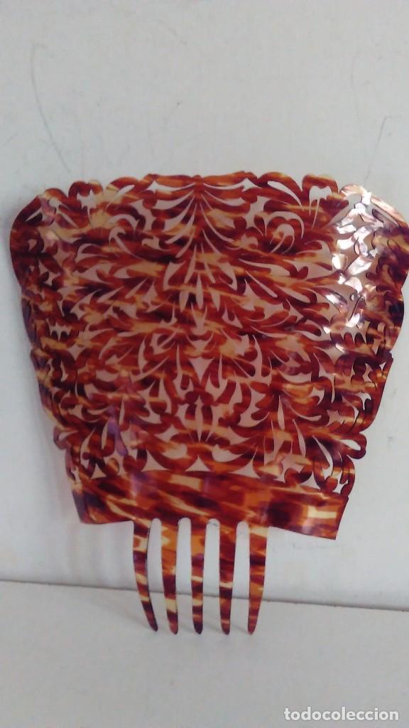 Antigüedades: Peineta calada grande antigua hecha a mano simil carey. Medidas totales: 28 cm x 26 cm - Foto 7 - 85979412