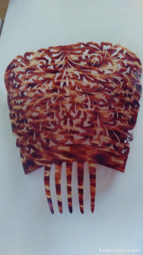Antigüedades: Peineta calada grande antigua hecha a mano simil carey. Medidas totales: 28 cm x 26 cm - Foto 8 - 85979412