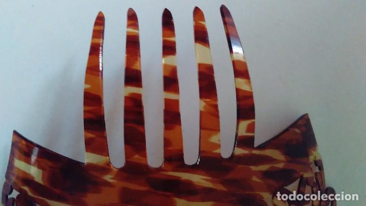 Antigüedades: Peineta calada grande antigua hecha a mano simil carey. Medidas totales: 28 cm x 26 cm - Foto 12 - 85979412