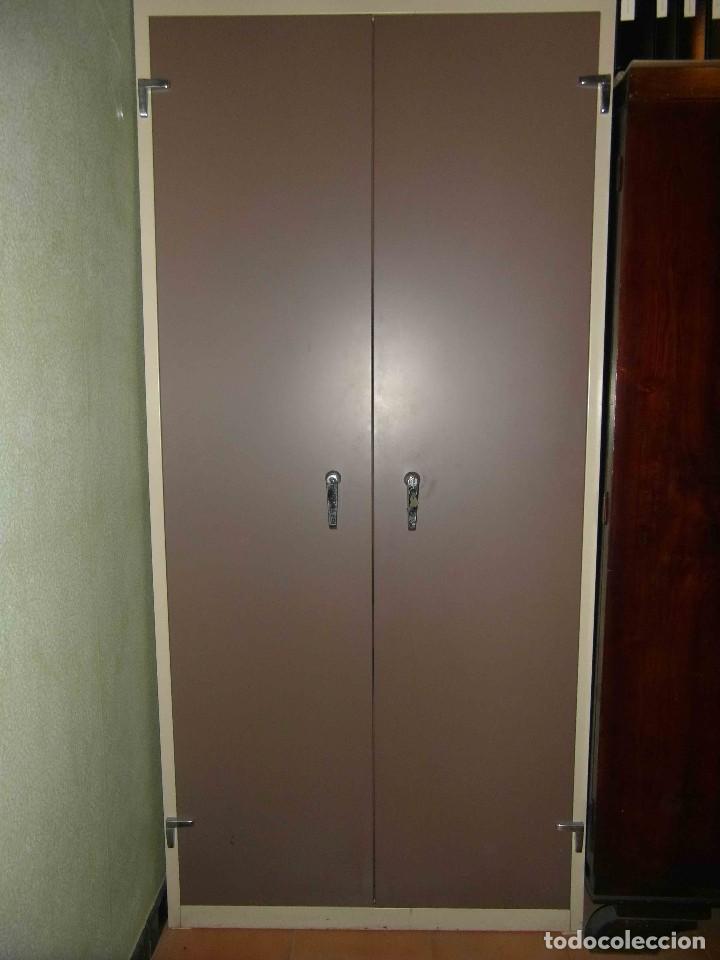 Armarios con llave perfect metalicos con llave de cajones montado diseado para armario for Muebles de oficina con llave