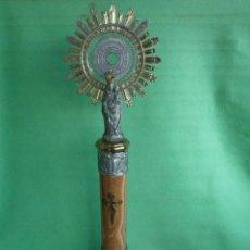 Antigüedades: GRAN FIGURA RELIGIOSA VÍRGEN DEL PILAR 61 CMS BASE MÁRMOL CRUZ SANTIAGO AUREOLA 2 METALES. Lote 86057996