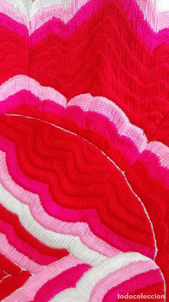 Antigüedades: Manton de Manila antguo de color vainilla seda bordada a mano con bellisimos 4 rosas con rosetones. - Foto 4 - 86072068