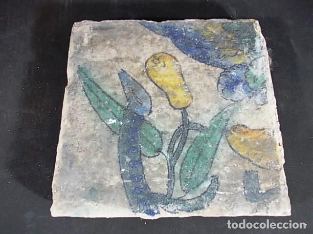 16-ANTIGUO AZULEJO VALENCIANO DEL XVII-XVIII CON UNAS MEDIDAS DE 14 X 13,75 X 2,2 CM D-108 40€ (Antigüedades - Porcelanas y Cerámicas - Azulejos)
