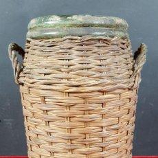 Antigüedades: MEDIDOR DE ACEITE. VIDRIO VERDE. ACABADO EN ESPARTO. CATALUÑA. SIGLO XIX.. Lote 86117580