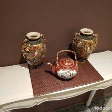 Antigüedades: DOS JARRONES DE PORCELANA SATSUMA DE JAPON Y 1 TETERA DE PORCELANA DE CHINA. FIRMADO EN BASE.. Lote 86208560