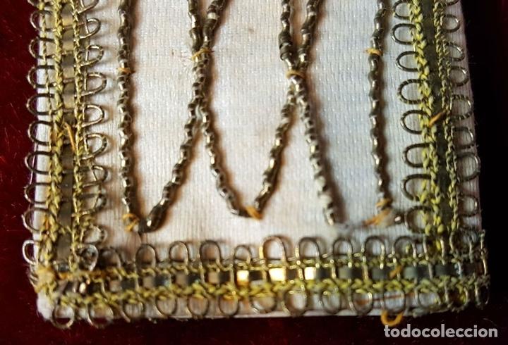 Antigüedades: ESCAPULARIO. TELA BORDADA CON HILO DE COBRE ENTORCHADO. CIRCA 1940. - Foto 2 - 86209004