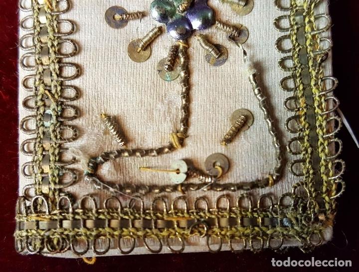 Antigüedades: ESCAPULARIO. TELA BORDADA CON HILO DE COBRE ENTORCHADO. CIRCA 1940. - Foto 5 - 86209004
