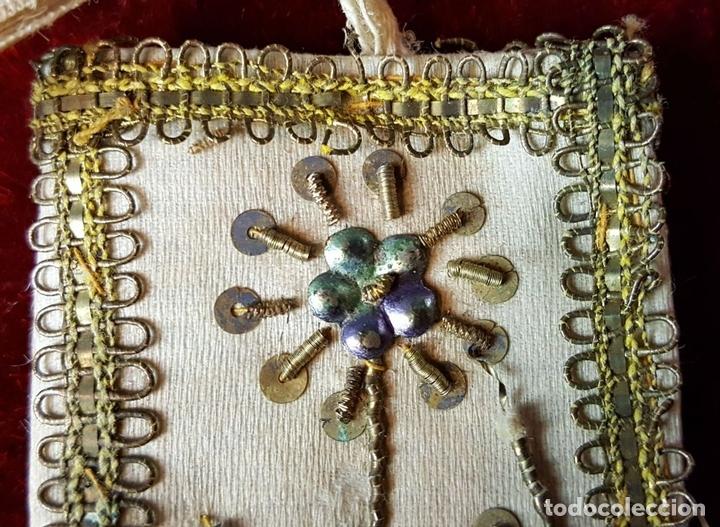 Antigüedades: ESCAPULARIO. TELA BORDADA CON HILO DE COBRE ENTORCHADO. CIRCA 1940. - Foto 6 - 86209004
