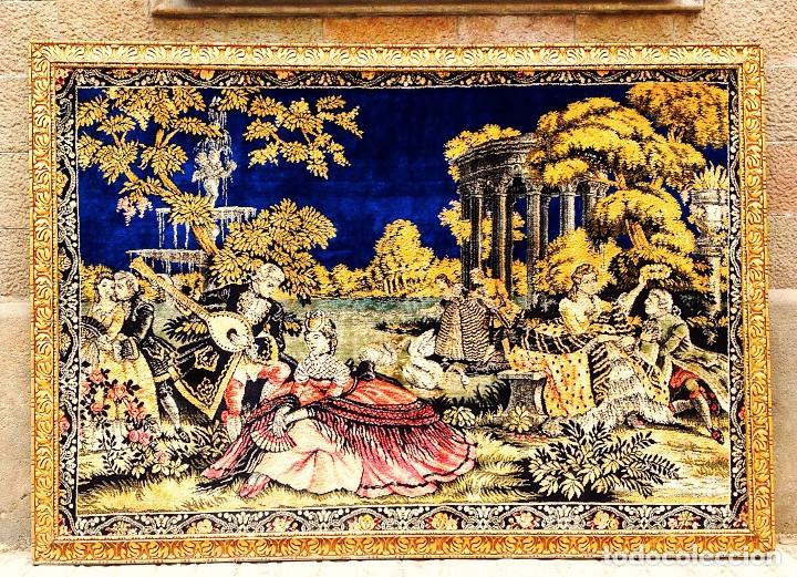 Antigüedades: Antiguo Tapiz Escenas Galantes Con Marco Dorado Medidas 185 x 129cm - Foto 2 - 86209924