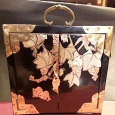 Antigüedades - Armario joyero lacado con madreperla - 86237402
