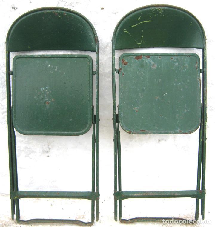 Antigüedades: pareja de sillas de hierro plegables en verde - antiguas y originales - industrial terraza jardin - Foto 2 - 86238616