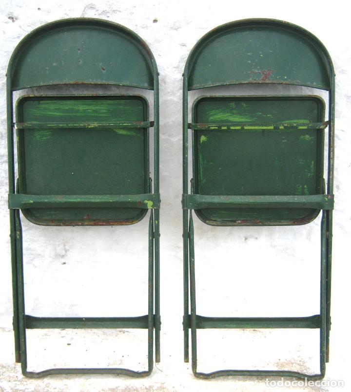 Antigüedades: pareja de sillas de hierro plegables en verde - antiguas y originales - industrial terraza jardin - Foto 3 - 86238616