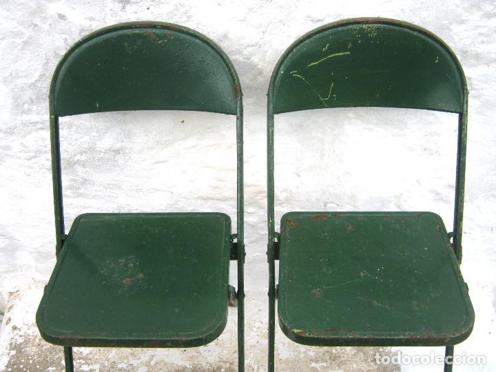 Antigüedades: pareja de sillas de hierro plegables en verde - antiguas y originales - industrial terraza jardin - Foto 4 - 86238616