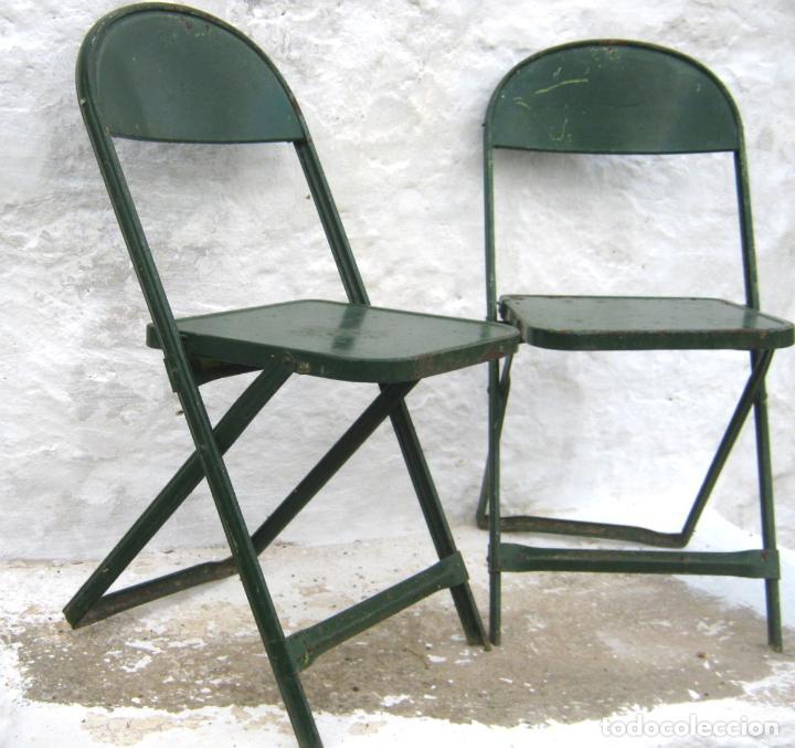 Antigüedades: pareja de sillas de hierro plegables en verde - antiguas y originales - industrial terraza jardin - Foto 6 - 86238616