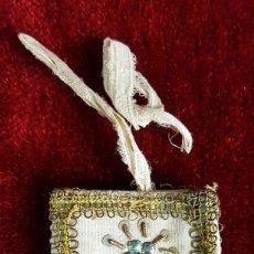 Antigüedades: ESCAPULARIO. TELA BORDADA CON HILO DE COBRE ENTORCHADO. CIRCA 1940.. Lote 86209004