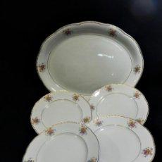 Antigüedades: BANDEJA Y CUATRO SERVICIOS DE CHINA OPACA SANTANDER, LOZA DE FLORES AÑOS 1900. Lote 86261960