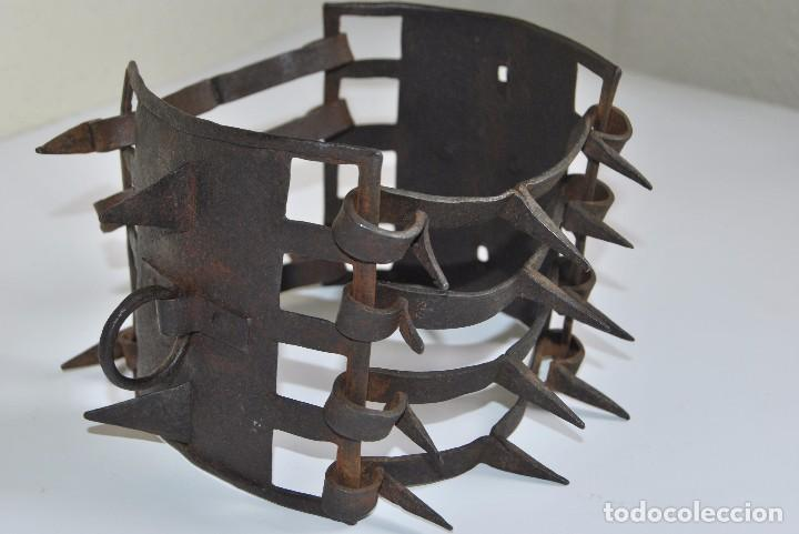 CARLANCA DE HIERRO FORJADO - COLLAR DE PERRO PROTECCIÓN DE LOS ATAQUES DEL LOBO - CARRANCA - S.XVIII (Antigüedades - Técnicas - Rústicas - Ganadería)