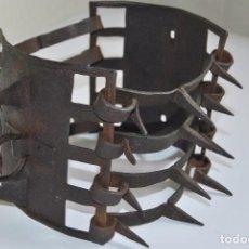 Antigüedades: CARLANCA DE HIERRO FORJADO - COLLAR DE PERRO PROTECCIÓN DE LOS ATAQUES DEL LOBO - CARRANCA - S.XVIII. Lote 86262596