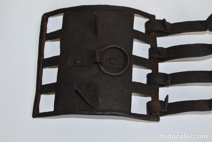 Antigüedades: CARLANCA DE HIERRO FORJADO - COLLAR DE PERRO PROTECCIÓN DE LOS ATAQUES DEL LOBO - CARRANCA - S.XVIII - Foto 3 - 86262596